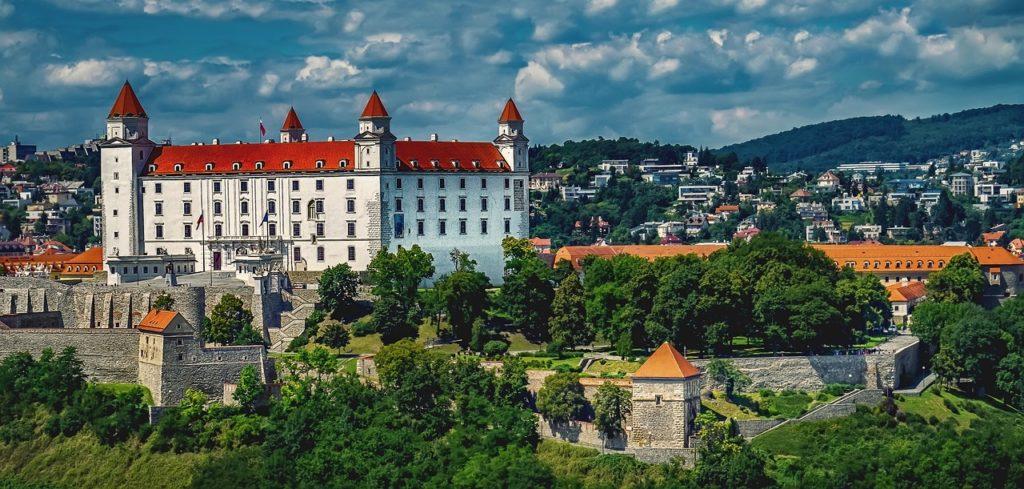 Chcete bývať neďaleko Bratislavy, alebo priamo v nej? Poradíme vám, kde zohnať nehnuteľnosť