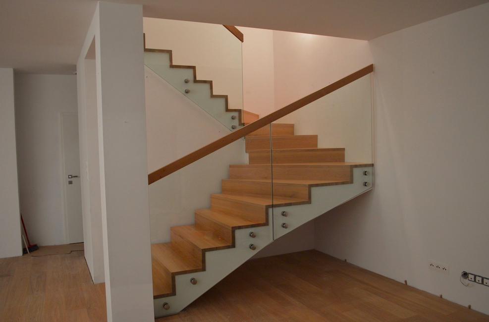 Vyberte si taký typ schodov, ktorý bude ladiť k ostatnému vybaveniu rodinného domu