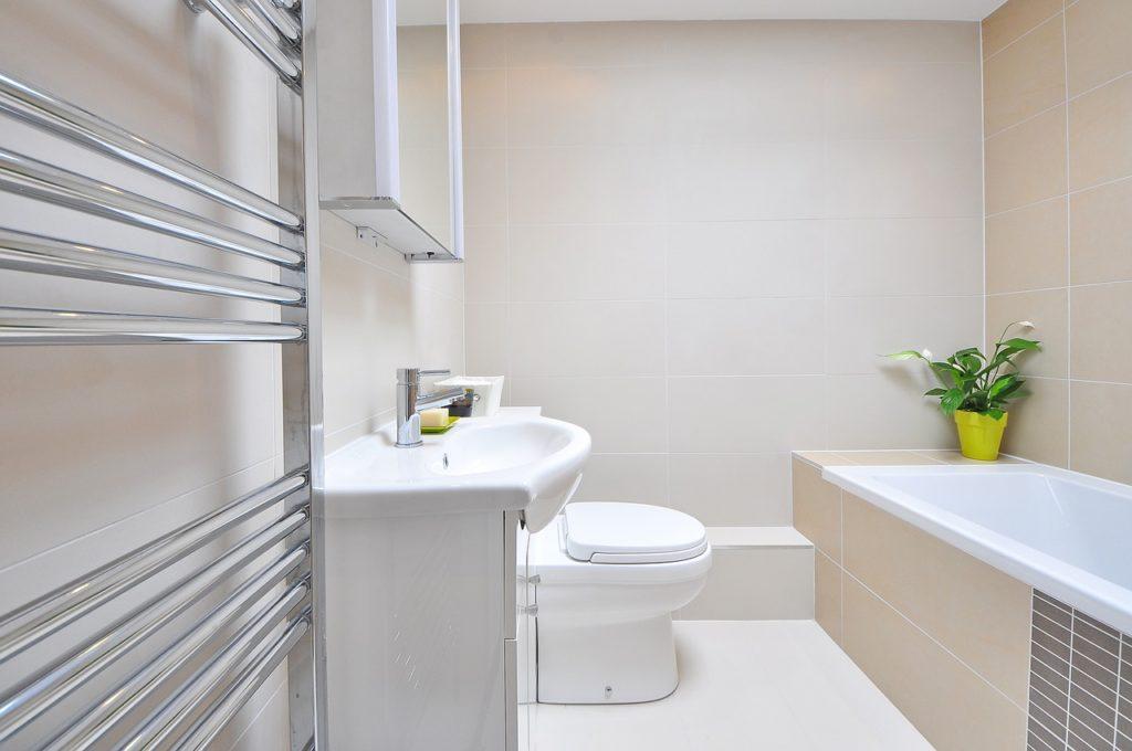 Systém v upratovaní kúpeľne a detaily, na ktoré by ste nemali zabúdať